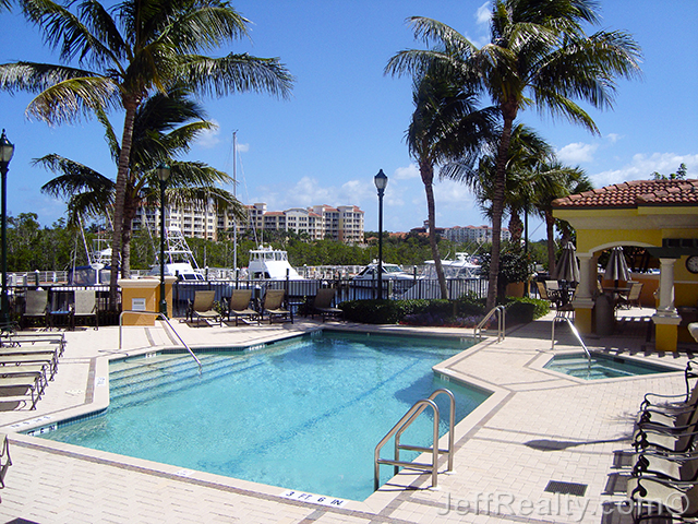 Jupiter Yacht Club - The Pointe - Swimming Pool