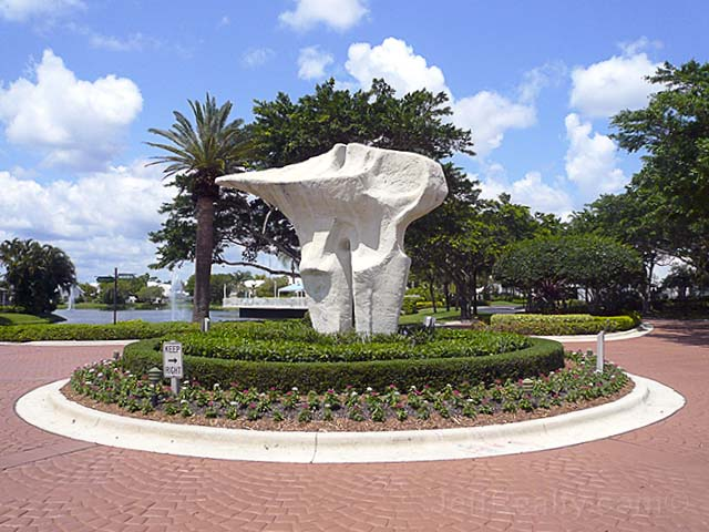 'Tooth' Sculpture - Barclay Club at PGA National