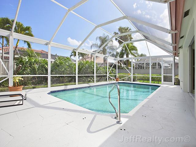 273 Eagleton Estates Boulevard - Screen-Enclosed Swimming Pool