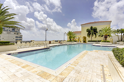 801 S Olive Avenue #204 - Rooftop Pool