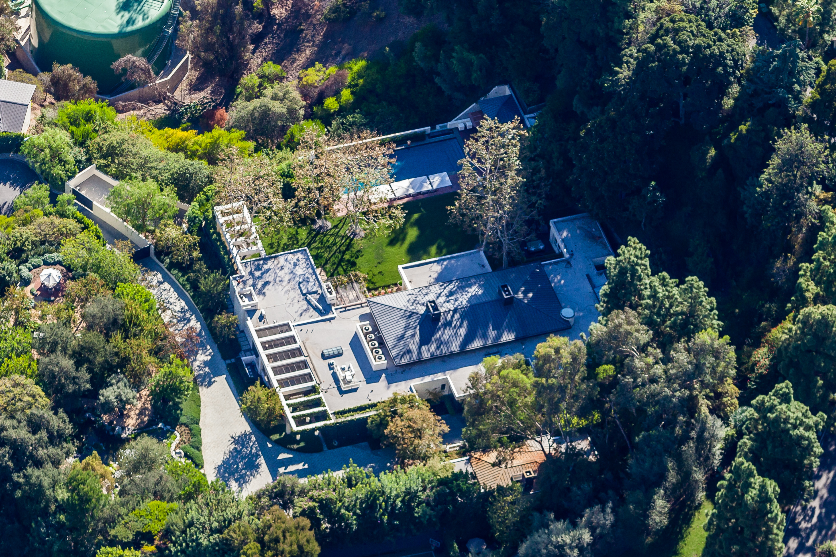 Ellen DeGeneres was the prior owner of Seacrest's Beverly Hills home