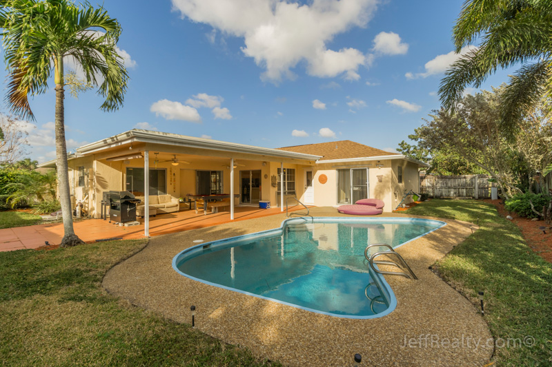 1496 Woodcrest Road N - Swimming Pool & Patio - Woodcrest - West Palm Beach