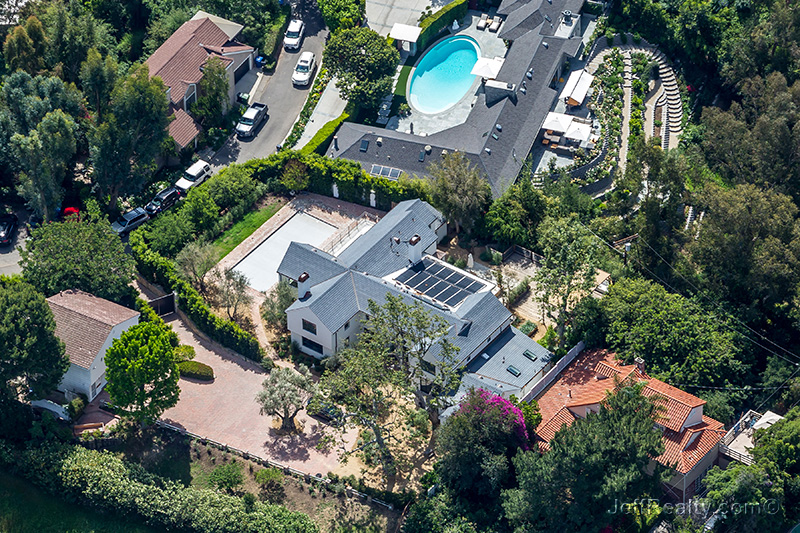 Jason Bateman & Amanda Anka's Green Home