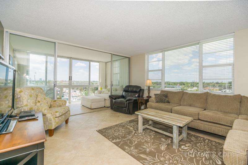 301 Lake Shore Drive #511 | Living Room | Lake Harbor Towers | Lake Park