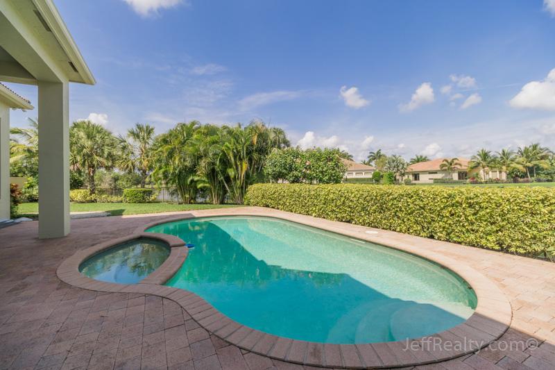 357 Vizcaya Drive - Swimming Pool & View - Villa Vizcaya - Mirasol