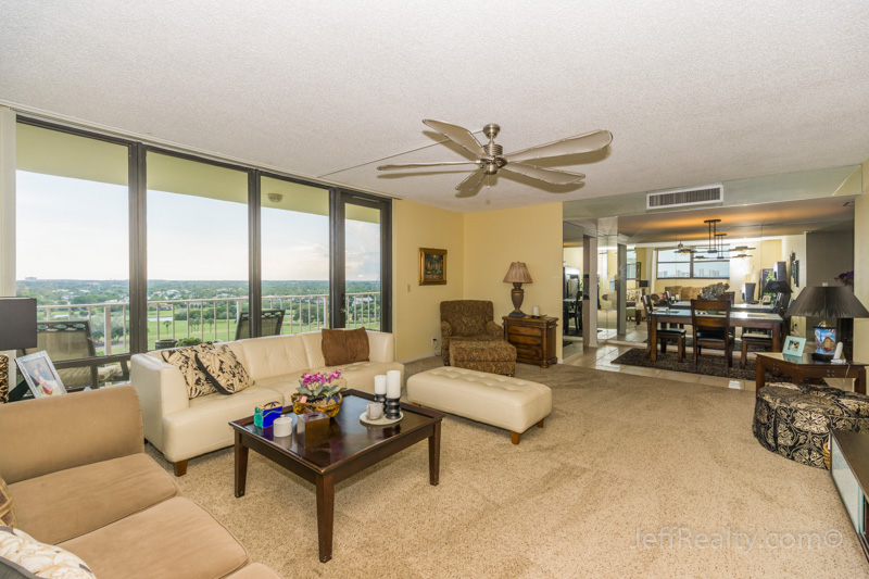 336 Golfview Road PH-1 | Living Room | Gemini Club | North Palm Beach